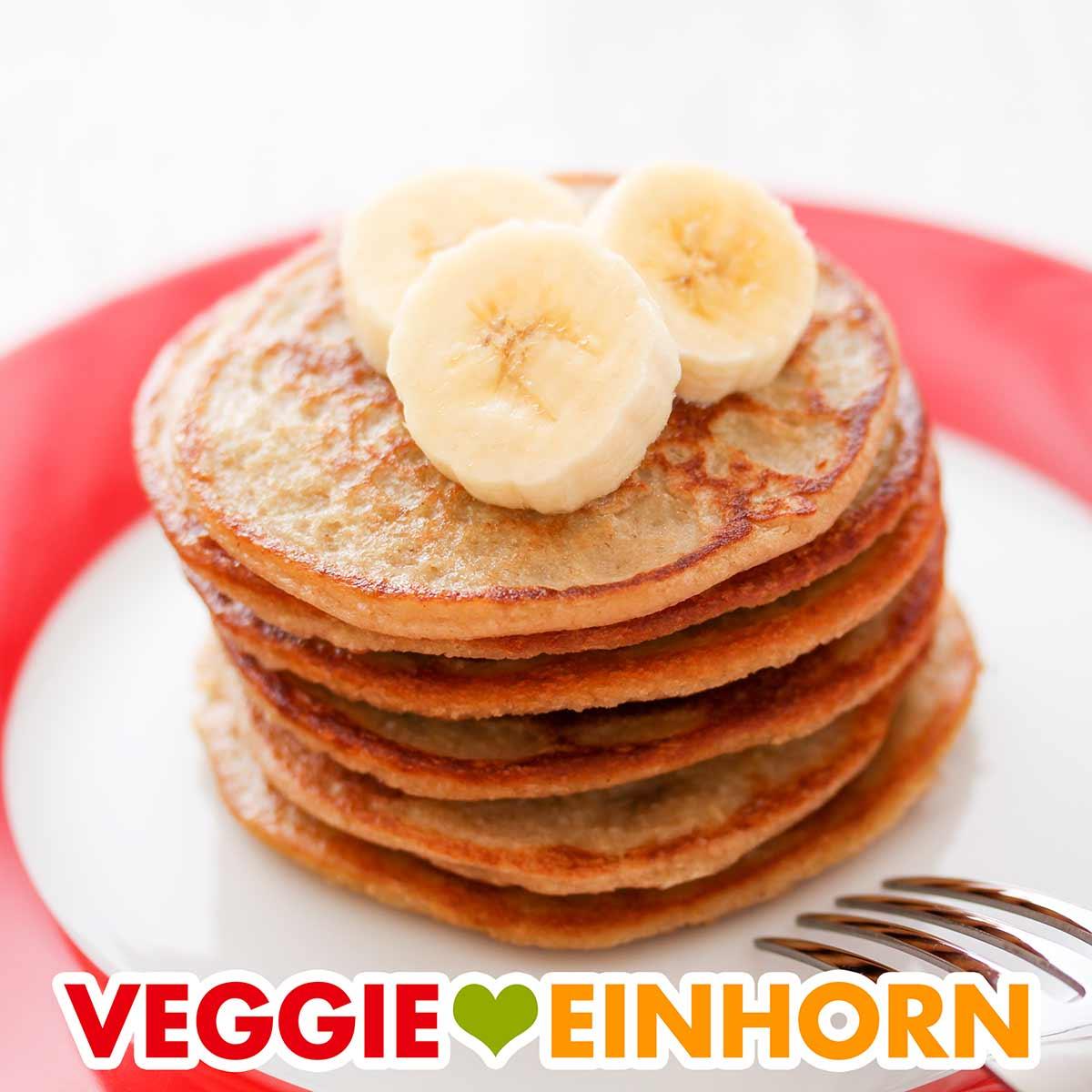 Ein Stapel Bananen Haferflocken Pancakes