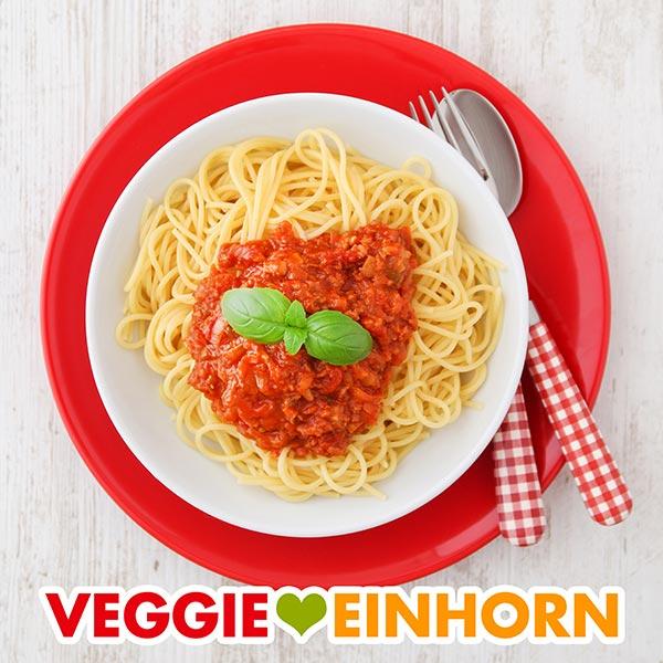 Spaghetti mit vegetarischer Bolognese auf einem Teller