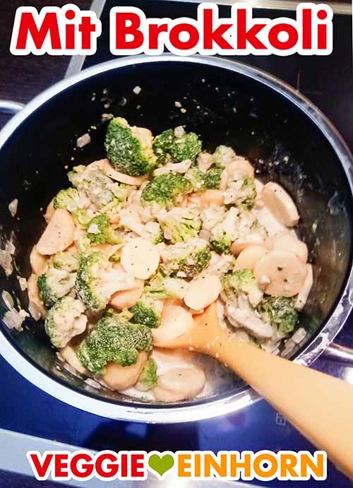 Brokkoli, Kartoffeln, Zwiebeln und Soja Cuisine in einem Topf