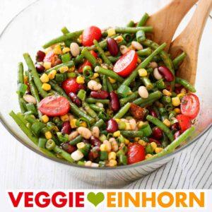 Gemischter Bohnensalat mit grünen Bohnen, Mais und Tomaten