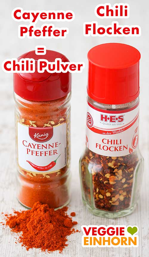 Ein Glas Cayennepfeffer und ein Glas Chiliflocken