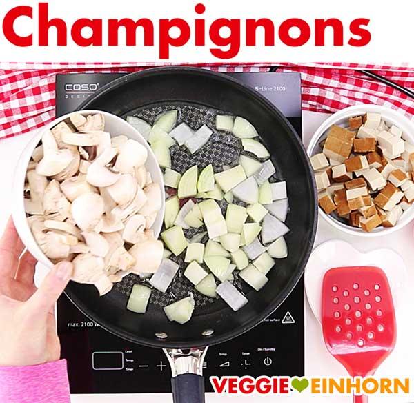 Champignons für veganes Tofu Gulasch