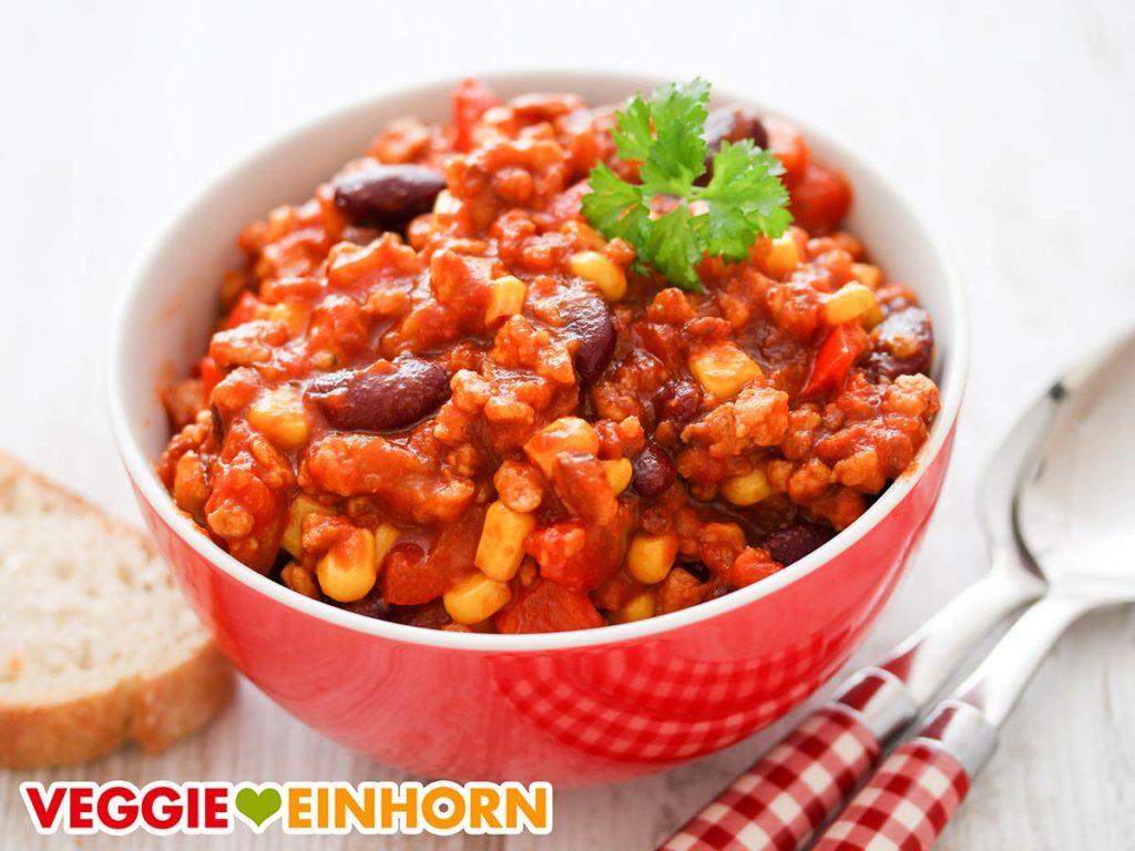 Eine Schüssel Chili sin Carne mit Sojagranulat