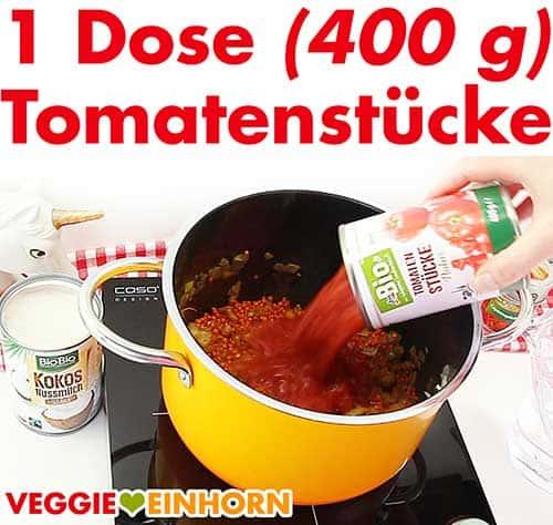 Eine Dose Tomatenstücke zufügen