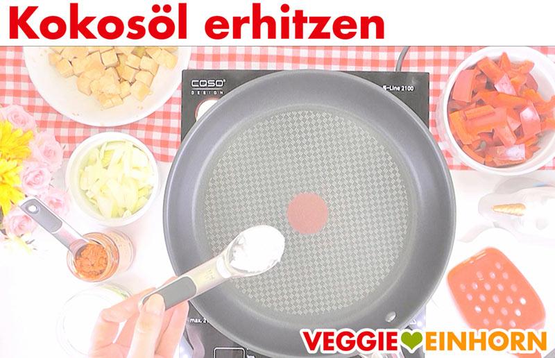 Veganes Curry einfach | Kokosöl in Pfanne erhitzen