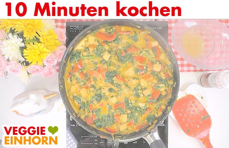Einfaches veganes Curry mit Kokosmilch Kichererbsen Spinat Paprika | 10 Minuten Kochen