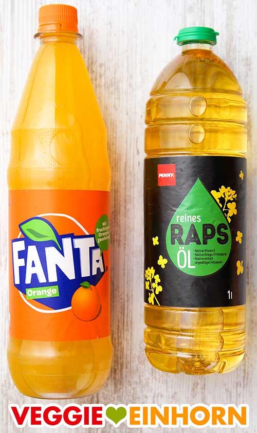 Eine Flasche Fanta und eine Flasche Rapsöl