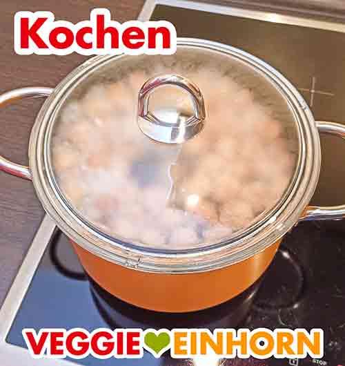Die Soja Würfel werden gekocht