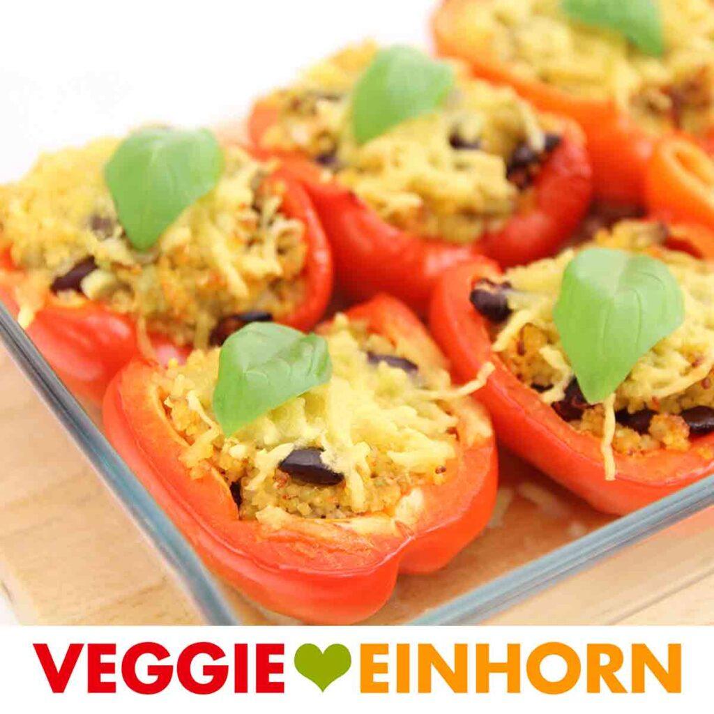 Vegane gefüllte Paprika mit Hirse und Bohnen