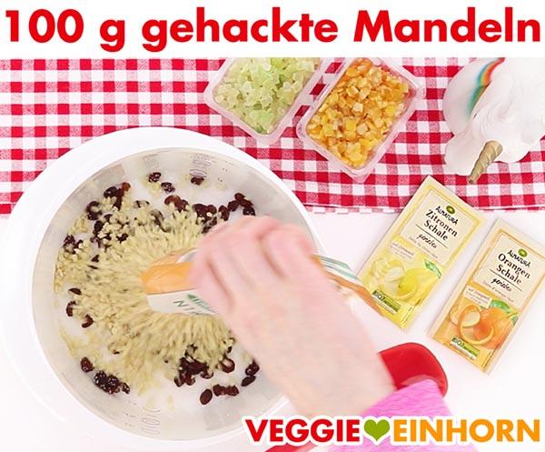 Gehackte Mandeln für veganen Stollen