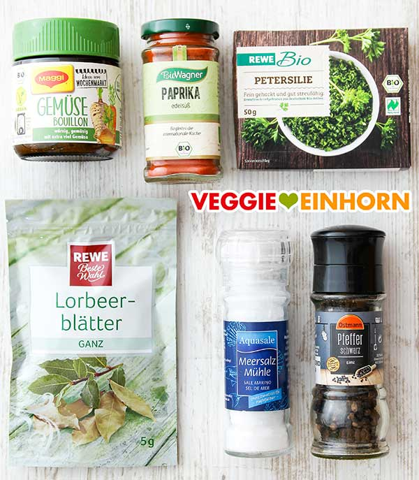 Gemüsebrühe Pulver, Paprika edelsüß, tiefgekühlte TK Petersilie, Lorbeerblätter, Salz, Pfeffer