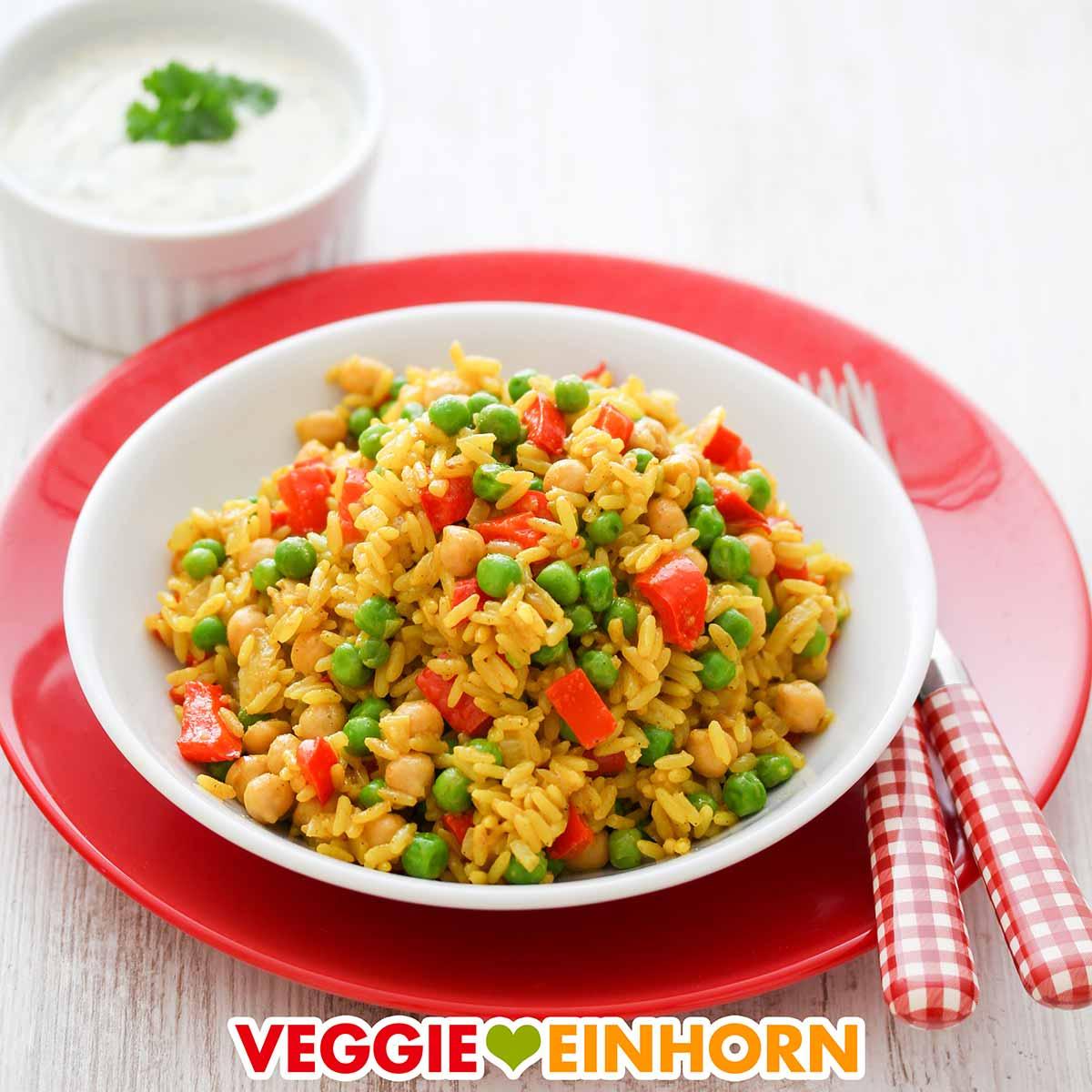 Gemüsepfanne mit Reis und Kichererbsen