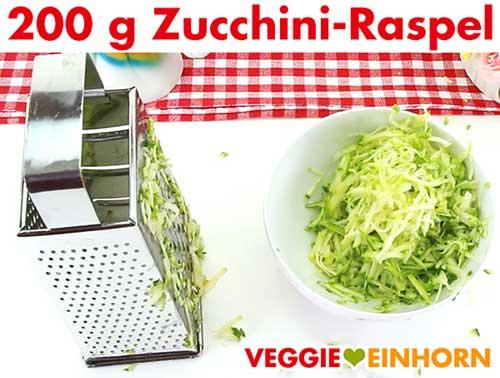 Geriebene Zucchini für veganes Zucchinibrot