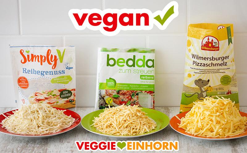 Drei Sorten veganer Reibekäse auf Tellern