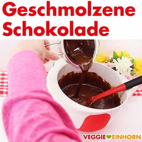 Geschmolzene vegane Schokolade zum Teig zufügen.