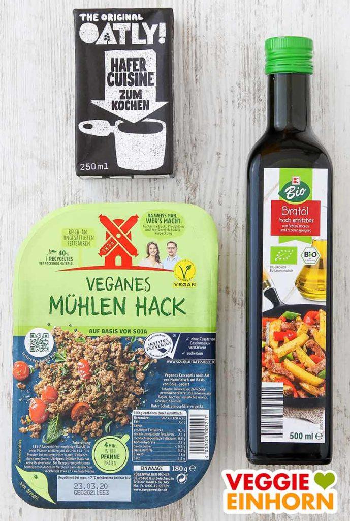Eine Packung Hafer Cuisine, veganes Mühlen Hack, eine Flasche Bratöl
