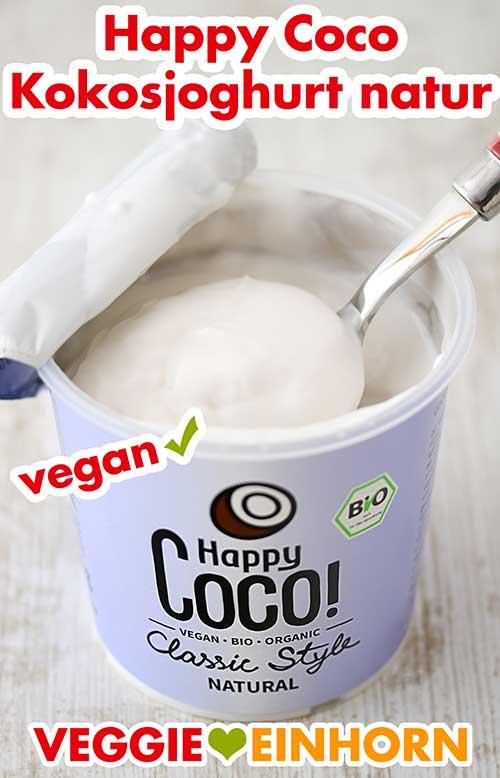 Ein geöffneter Becher Kokosjoghurt von Happy Coco