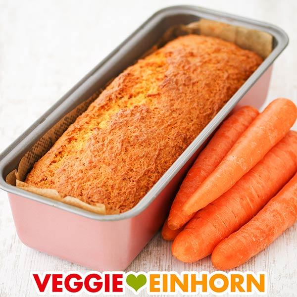 Karotten Kokos Kuchen in einer Kastenform