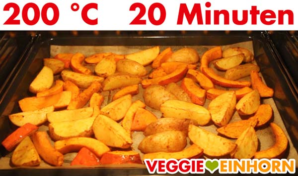 Kürbis und Kartoffelspalten im Ofen backen