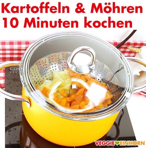 Gewürfelte Kartoffeln und Möhren kochen.
