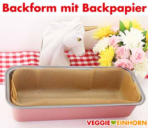 Kastenform mit Backpapier.