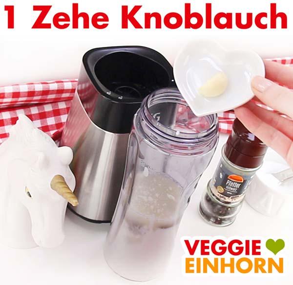 Knoblauch für veganes Tahin Joghurt Dressing