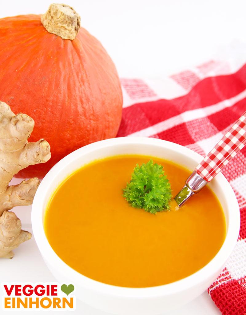 Vegane Kürbissuppe mit Kokosmilch, Ingwer und Möhren