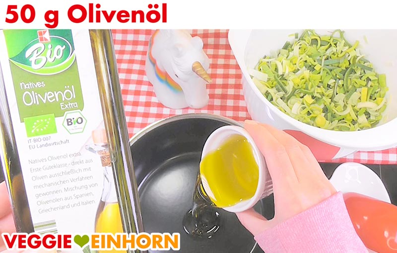 Olivenöl in Topf geben