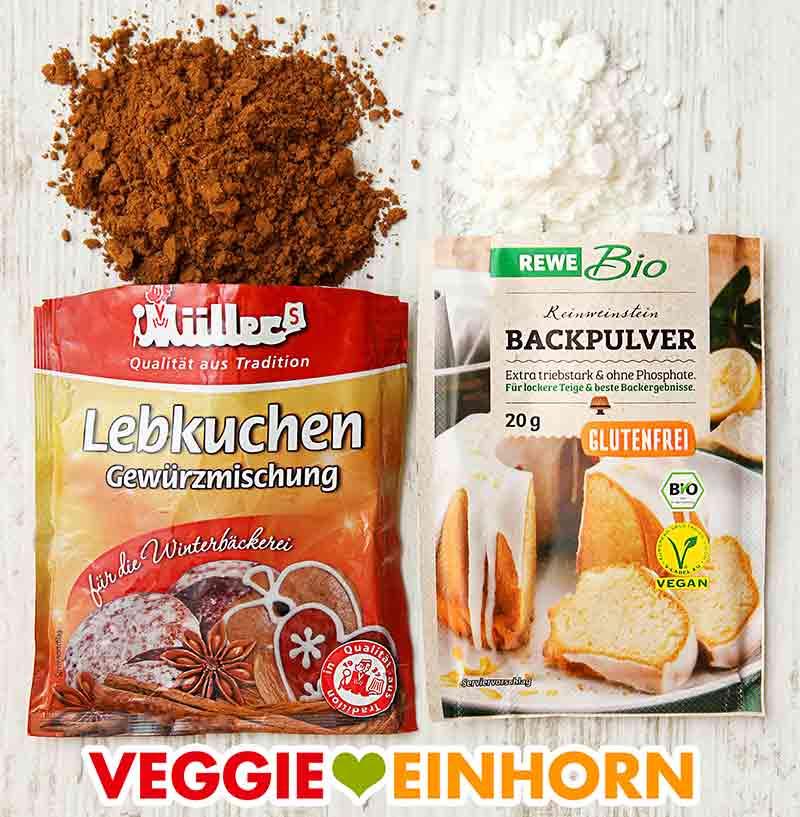 Ein Päckchen Lebkuchengewürz von Müller und ein Päckchen Weinsteinbackpulver von Rewe Bio