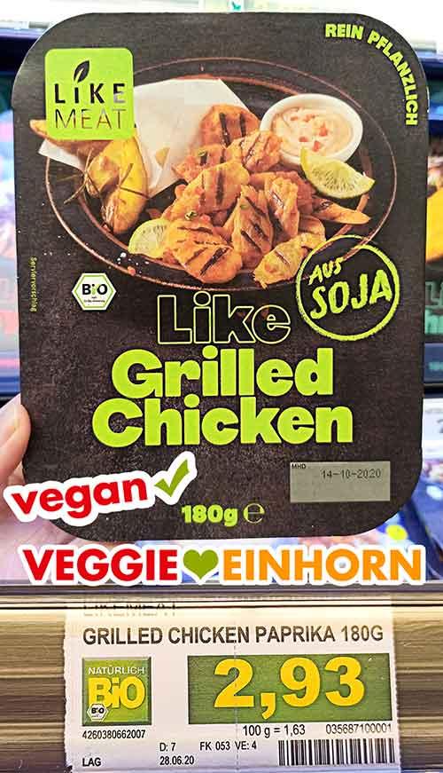 Eine Packung Like Meat Grilled Chicken bei Edeka