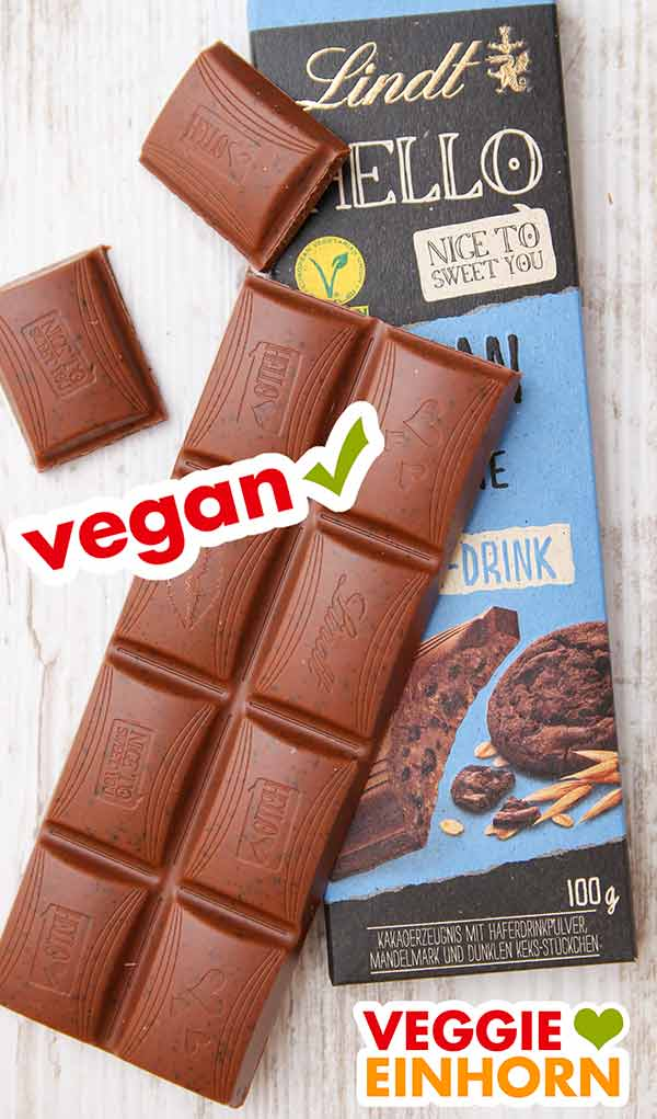 Eine ausgepackte Tafel vegane Schokolade von Lindt Hello (Sorte Cookie)