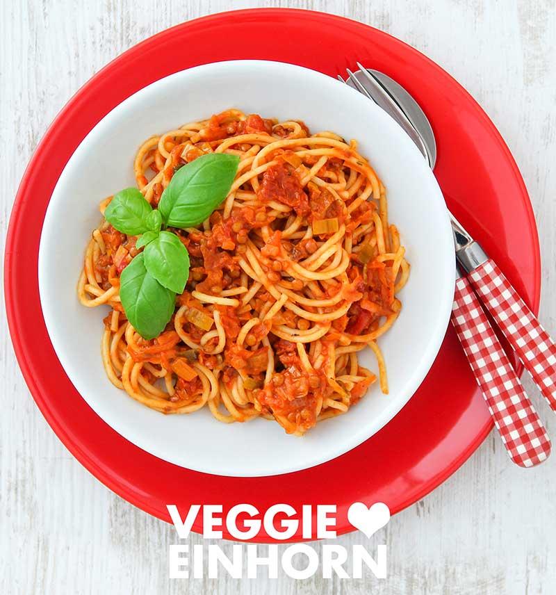 Nudeln mit Linsen Bolognese mit Lauch und getrockneten Tomaten