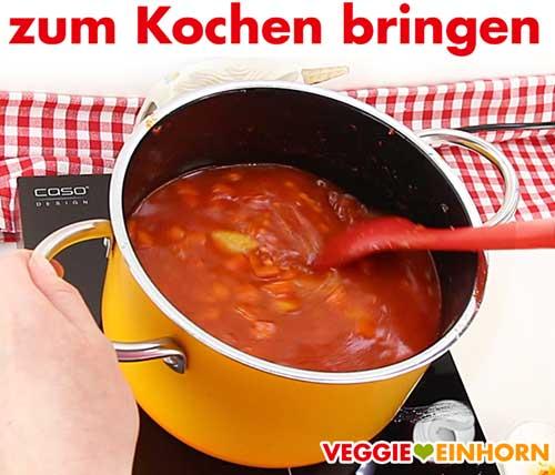 Linsensuppe mit roten Linsen zum Kochen bringen