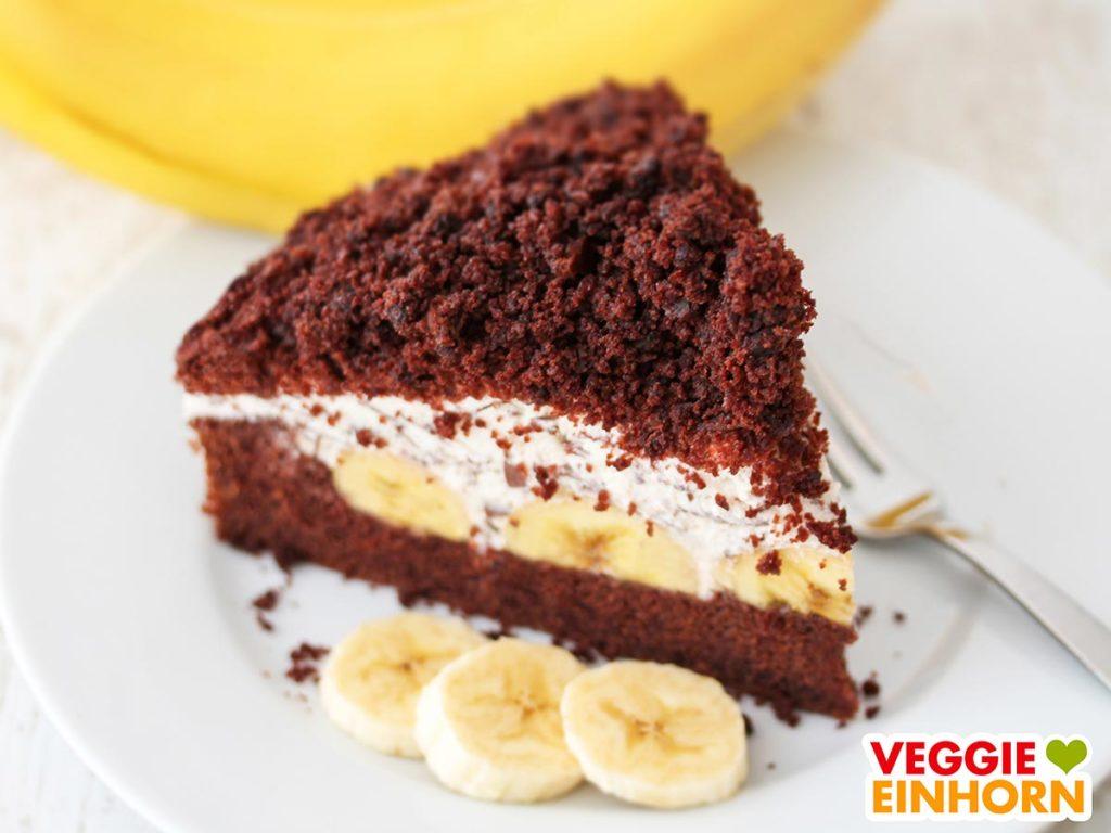 Ein Stück veganer Maulwurfkuchen