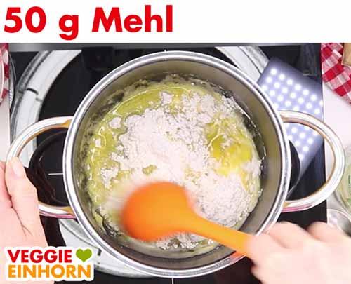 Mehl und Margarine im Topf