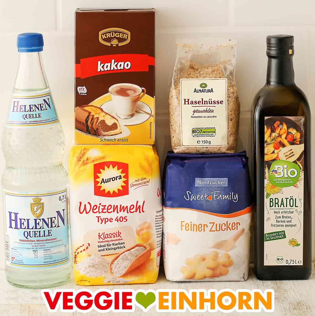 Mineralwasser, Kakaopulver, Weizenmehl Type 405, gemahlene Nüsse, Zucker, neutrales Öl