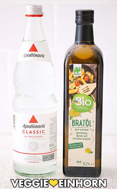 Eine Flasche Mineralwasser und eine Flasche DM Bio Bratöl
