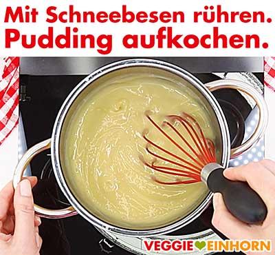Pudding aufkochen. Mit Schneebesen rühren.