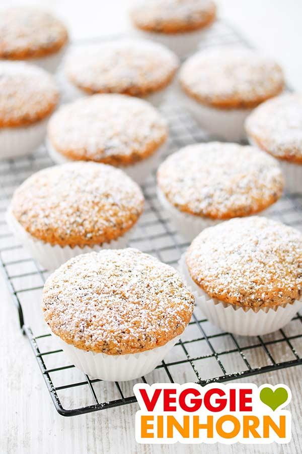 Mit Puderzucker bestreute Muffins ohne Ei