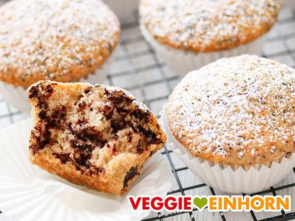 Muffins ohne Ei mit weißen Muffinförmchen