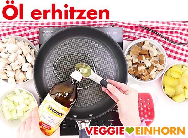 Öl erhitzen für veganes Tofu Gulasch