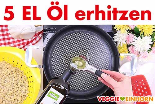 Öl in Pfanne erhitzen zum Sojaschnetzel braten