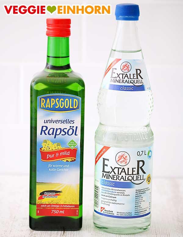 Eine Flasche Öl und eine Flasche Mineralwasser