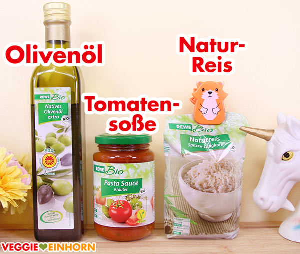 Olivenöl, ein Glas vegane Tomatensoße, Naturreis