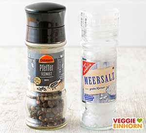 Eine Pfeffermühle und eine Salzmühle