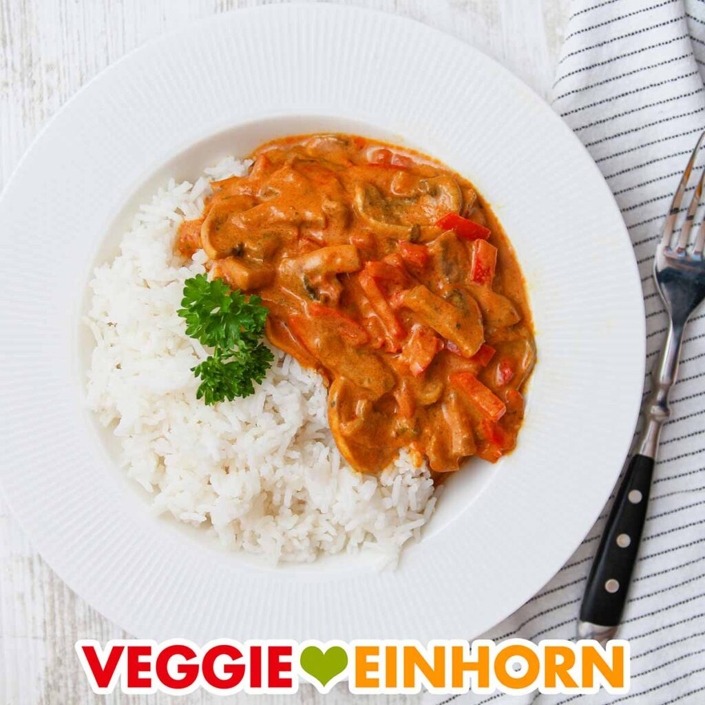 Vegetarisches Paprika Curry auf einem Teller