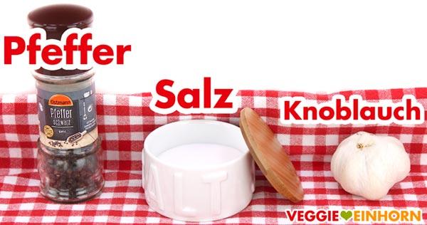 Pfeffer, Salz und Knoblauch für veganes Joghurt Dressing