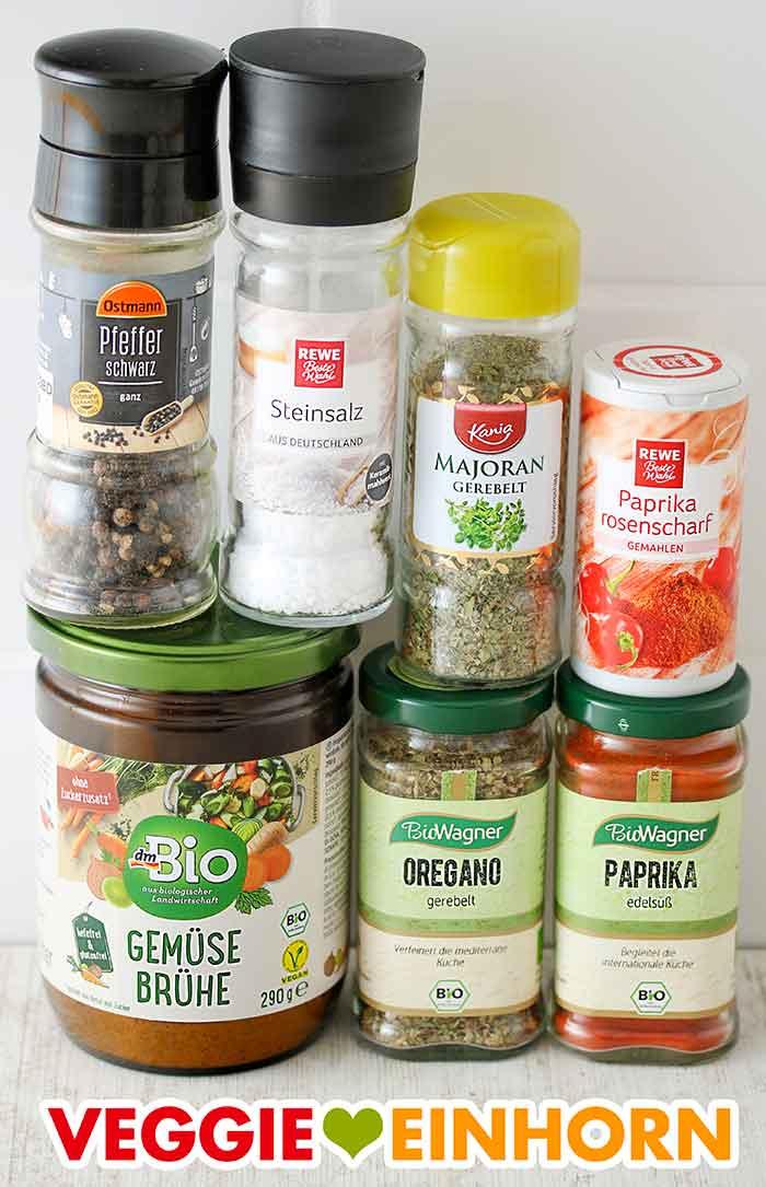 Schwarzer Pfeffer, Steinsalz, Majoran gerebelt, Paprika rosenscharf, dm Bio Gemüsebrühe, Oregano, Paprika edelsüß