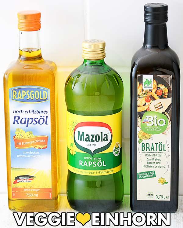 Drei Flaschen mit Öl zum Backen