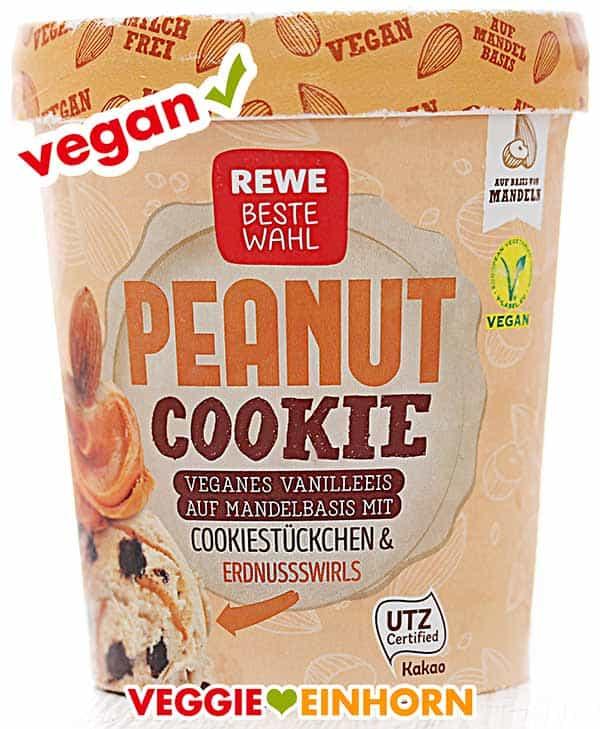 Ein Becher veganes Eis von Rewe Peanut Cookie